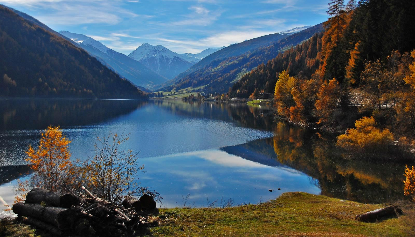 Zoggler Stausee-Lago di Zoccolo in Ultental-Val d'Ultimo on an autumn day with snowy mountains in the background