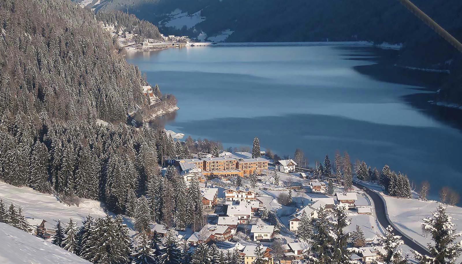 Snowy Arosea Hotel in Ultental-Val d'Ultimo on the banks of Zoggler Stausee-Lago di Zoccolo