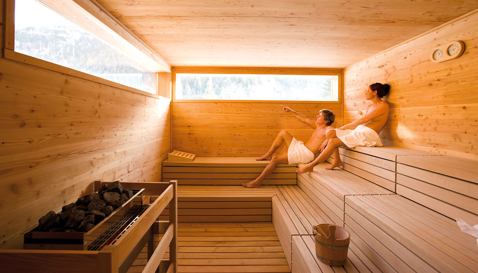 A woman and a men in the Finnish sauna of Arosea Life Balance Hotel in Ultental-Val d'Ultimo